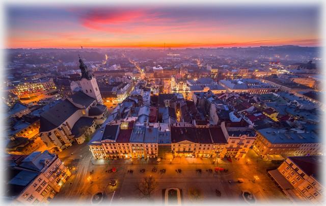 Lwów stare miasto wieczorem